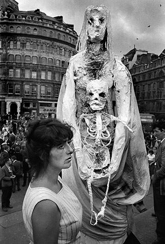 GB. ENGLAND. Antinuclear demonstration. The authorities encouraged demonstarations to 'let off steam', lest pent-up fustrations get out of hand. 1958