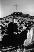USA. Nevada. Fallon. 2000. Mayor Ken Tedford on Rattlesnake Hill with cross behind.