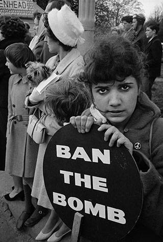 G.B. ENGLAND. Ban the Bomb Aldermaston march. 1960.