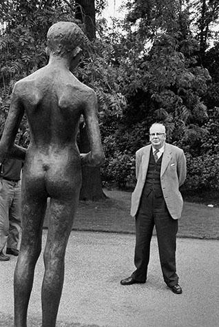 G.B. ENGLAND. London. Battersea Park sculpture exhibition. 1960.