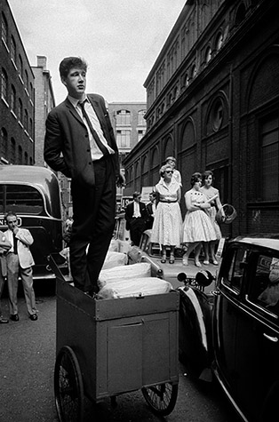 GB.ENGLAND. Meanwhile, back in London a youth strains to glimpse his pop-star idol emerging from church with his new bride. 1959
