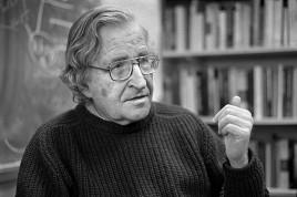 USA. Boston, Massachusetts. 2002. Professor Noam CHOMSKY.
