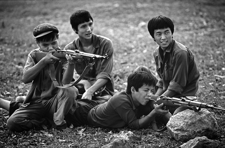 VIET NAM. Ha Noi. Boys from a youth military brigade at arget practice in Lenin Park.