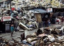 Lupang Pangako. 1996. Markeshift housing in the garbage dump.