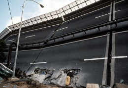 JAPAN. Kobe. 1995. Earthquake. Overturning of a freeway section after the earthquake.
